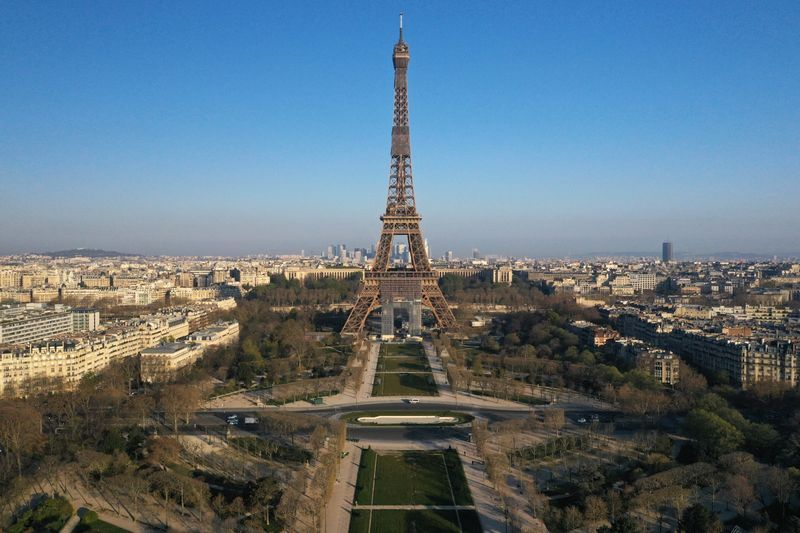 eiffel tower,